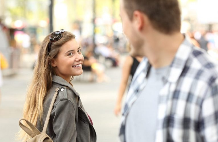 Flirting with your eyes: how to do it successfully?
