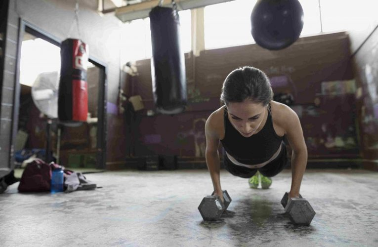 10 simple exercises with weights you can do at home